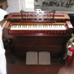 Flat Top Cottage Organ